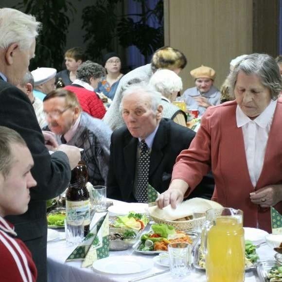 W 2009 roku na wspólnej kolacji w Centrum Kultury Prawosławnej przy ul. św. Mikołaja spotkały się osoby samotne i potrzebujące.