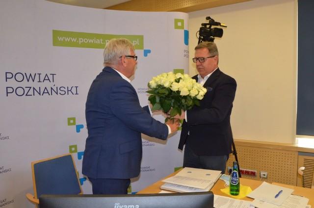 Rada powiatu udzieliła wotum zaufania i absolutorium staroście poznańskiemu, Janowi Grabkowskiemu. W ubiegłym roku najwięcej inwestowano w edukację i drogi. Nie zabrakło też wydatków na walkę z pandemią koronawirusa.