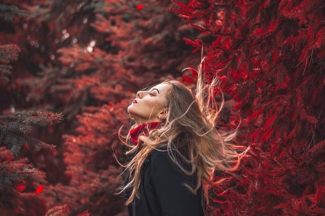 Tej jesieni wraca styl lat 2000. Oto najmodniejsze fryzury z Instagrama