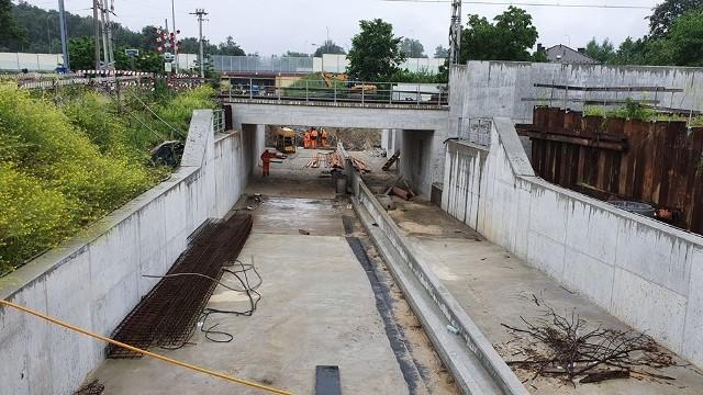 Budowa podziemnego przejazdu w Kokotowie trwa od dwóch lat.  Prace są zaawansowane, ale raczej nie zakończą się w tym roku.