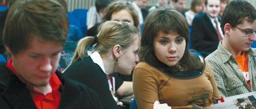 Licealiści skorzystali z okazji, by z doświadczonym przedsiębiorcą skonsultować własne pomysły na biznes