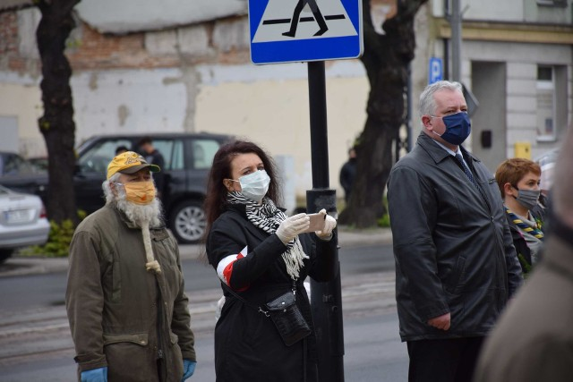 Gdzie nosić maseczki? LISTA MIEJSC Rząd ogłosił czwarty etap luzowania obostrzeń 27.05.20