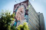 """Słynny mural """"Wyślij pocztówkę do babci"""" zniknie z wieżowca przy ulicy Skłodowskiej. Czy wróci? Nie wiadomo"""