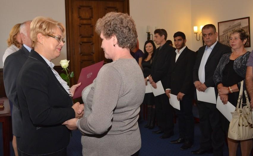 13 osób otrzymało w czwartek w Łodzi polskie obywatelstwo