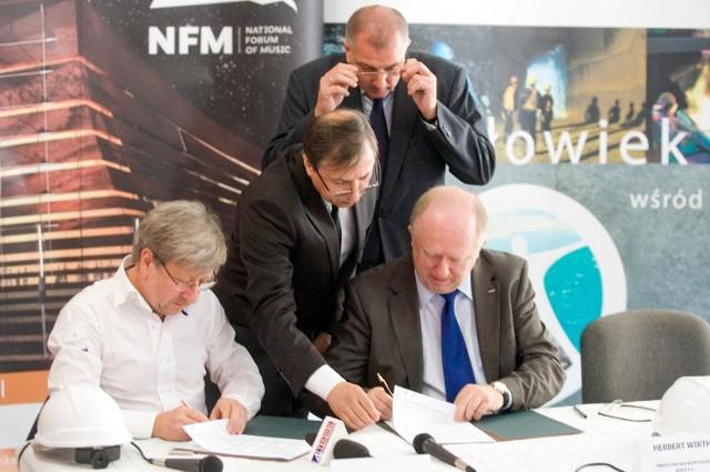 Podpisanie umowy sponsorskiej Narodowego Forum Muzyki z KGHM w czerwcu 2012 roku