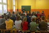 Policjanci pojawili się w szkołach w Krzywosądzy i Byczynie [zdjęcia]
