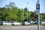 Parkowanie w Brzeźnie. Rada Dzielnicy chce latem buforowego parkingu oraz częstszych kontroli straży miejskiej