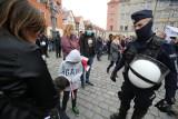 Nowe obostrzenia w Polsce. Wrócą czerwone strefy? Dzisiaj rząd ogłosi decyzję. Wyraźny wzrost zakażeń nie zostawia wątpliwości