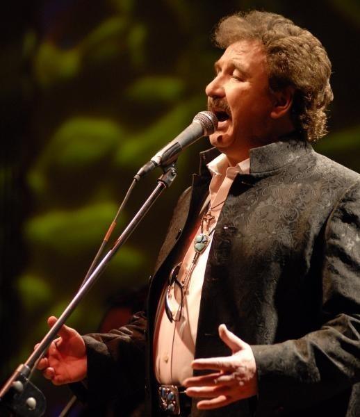 Krzysztof Krawczyk śpiewa dla nas hity już od 40 lat.