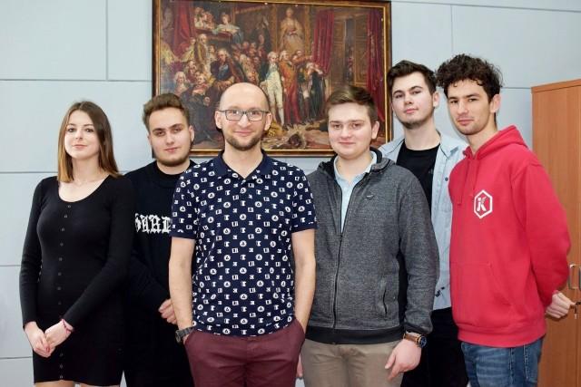 Na zdjęciu od lewej: Małgorzata Puła, Wiktor Jarzynowski, Sławomir Drelich, Jakub Balmowski, Kamil Polewski, Kamil Szałecki