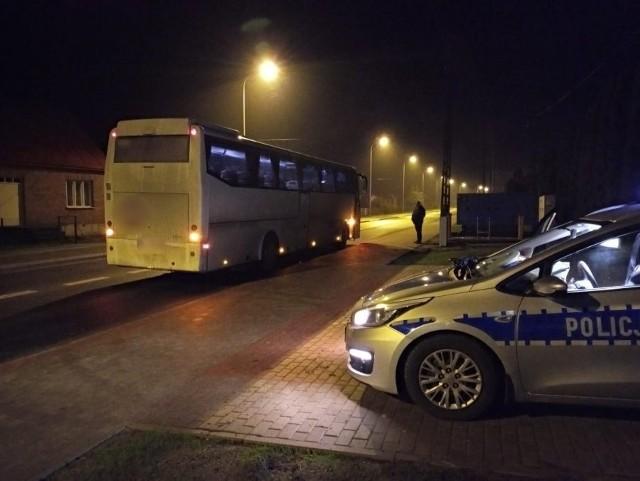 Korzystający z komunikacji zastępczej na południu regionu mają pecha. Jak nie kiepskie pojazdy, to pijani kierowcy. 19 stycznia policjanci zatrzymali w Suchowolcach 66-latka. Mężczyzna wiózł trzech pasażerów i kierownika zepsutego pociągu relacji Bielsk Podlaski - Kleszczele. Kierowca autobusu miał ponad 1,5 promila.