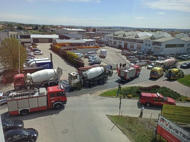 Na miejscu w wypadku pojawili się także strażacy.