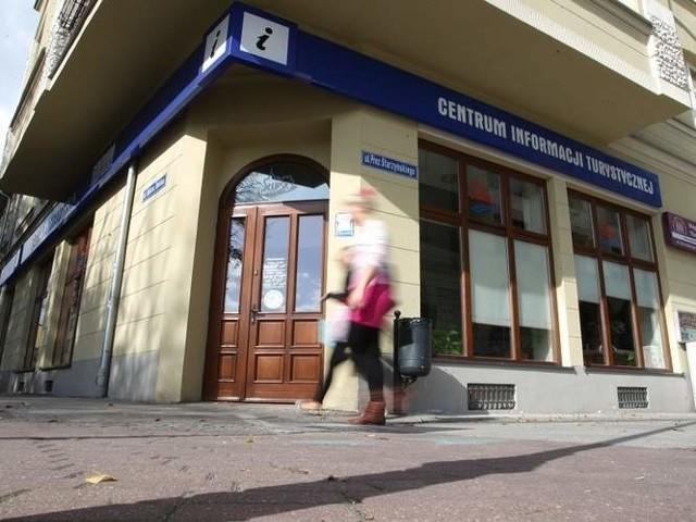 """Centrum Informacji Turystycznej, które jest prowadzone przez Agencję Promocji Regionalnej """"Ziemia Słupska""""."""