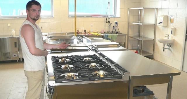 W tej świetnie wyposażonej kuchni hotelowej będą przygotowywane także regionalne potrawy z Ponidzia.