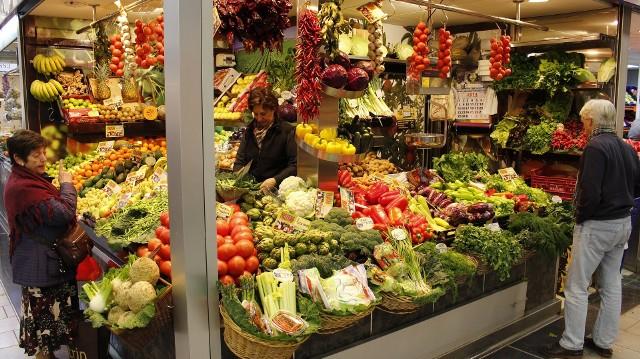 Sprawdziliśmy ceny warzyw i owoców na targowisku w Żarach
