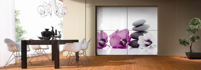 SalonWiosenne kwiaty w salonie ożywią wnętrze.