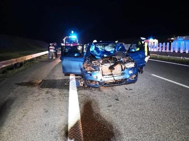 Do tragicznego wypadku doszło na autostradzie A1 w czwartek, 30.04.2020 roku. Nie żyją 2 kobiety. Droga była przez kilka godzin zablokowana w obu kierunkach