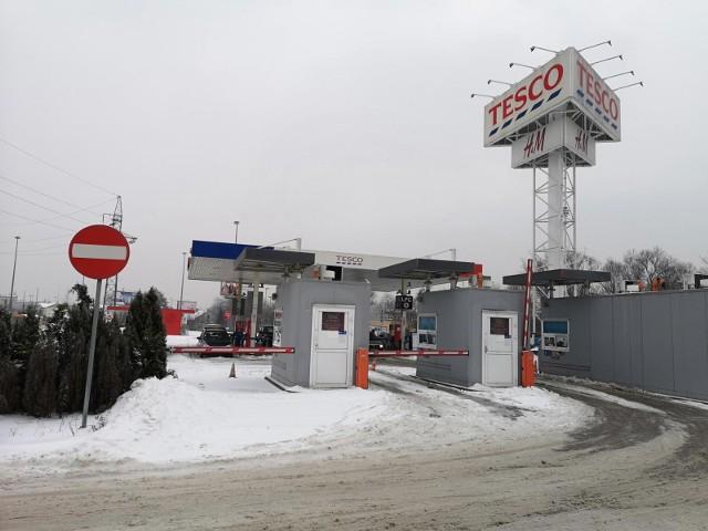 Krakowskie Tesco i stacja paliw przy ulicy Kapelanka
