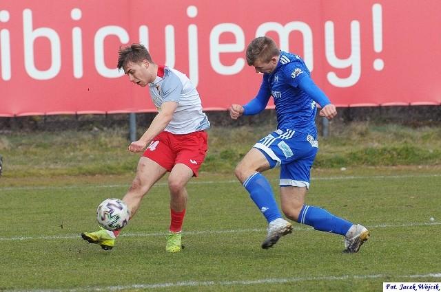 Trzecioligowcy rozegrali pierwszą z czterech kolejek kończących 1. rundę. Na stadionie przy ul. Fałata w Koszalinie Gwardia pokonała ostatniego w tabeli Mieszka Gniezno 2:0 (1:0).
