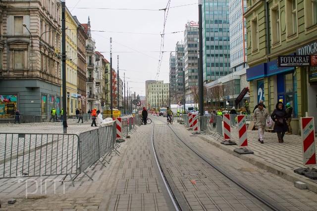 Remont ulicy Święty Marcin w Poznaniu powoli zbliża się do końca. Jak zmieniło się centrum miasta w ostatnich tygodniach? Zobaczcie!Przejdź do kolejnego zdjęcia --->