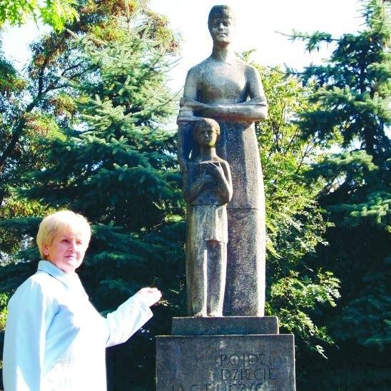 Wszyscy wiedzą, że poetka urodziła się w Suwałkach. Jej pomnik powinien więc wyglądać okazale – mówi Wanda Mozerys.