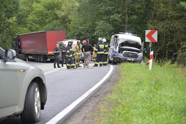Wypadek samochodu służby więziennej z ciężarówką w Kłódce pod Grudziądzem