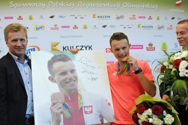 Rafał Majka w poniedziałek wrócił z Rio de Janeiro do Polski. Brązowy medalista olimpijski znalazł czas dla kibiców w Warszawie