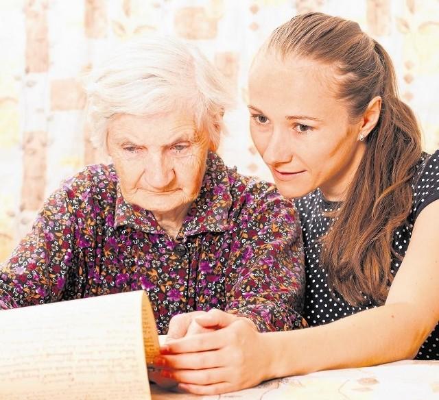 Opieka nad starszymi osobami wcale nie jest taka łatwa i kolorowa jak w reklamach