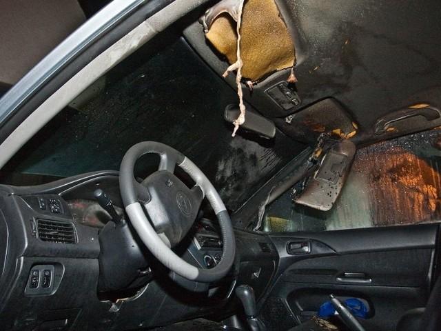 Zniszczona kabina jednego z aut.