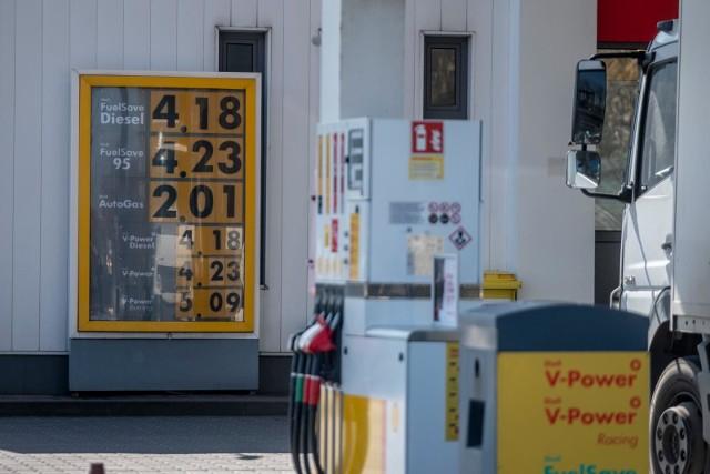 Zdjęcie ilustracyjne/40-latek, który odjechał z paliwem ze stacji paliw bez płacenia usłyszał zarzuty po kilku miesiącach od kradzieży
