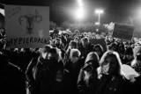 Pogrzeb praw kobiet w Szczecinie. Zdjęcia z protestu na pl. Solidarności naszych Internautów
