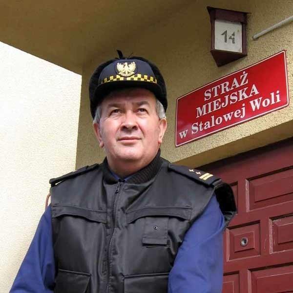 - Pracując na jedną zmianę, nie można strzec strategicznych obiektów - mówi Stanisław Siemkowicz, komendant SM w Stalowej Woli.