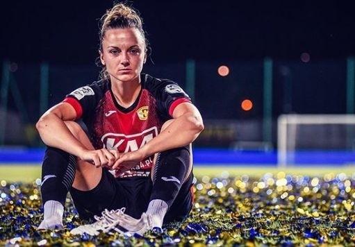 Najbardziej utytułowana futbolistka pochodząca z Kielecczyzny Dagmara Grad zakończyła karierę.