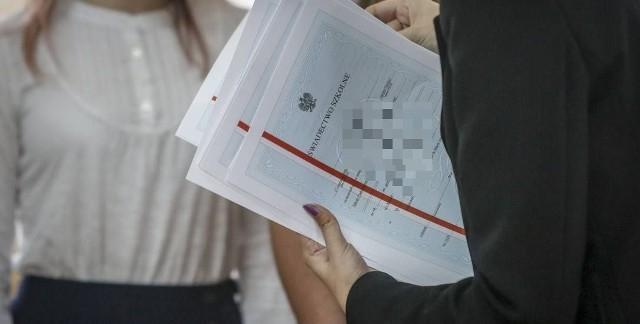 W tym roku zgodnie z rozporządzeniem minister edukacji narodowej obowiązują nowe wersje świadectw.