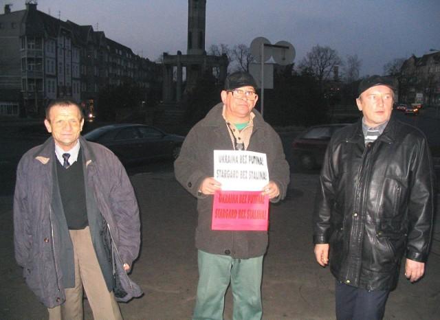 """Daniel Zazula, Henryk Michałowski i Bogdan Cecerko, działacze """"Kontry 2000""""."""