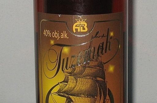 Alkohol metylowy wykryto w sfałszowanych alkoholach kilku marek wyrobów wysokoprocentowych.