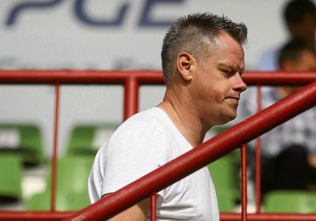 Dyrektor sportowy PGE GKS Bełchatów Jacek Krzynówek zapowiada, że drużyna zimą zostanie wzmocniona 3-4 piłkarzami