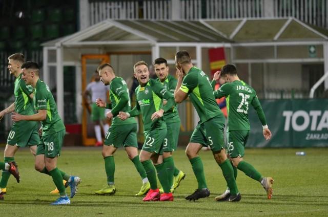 - Jako zespół znów pokazaliśmy, że jesteśmy jedną ekipą, potrafimy zjednoczyć się w ciężkich chwilach i iść w jedną stronę, mając w sercu dobro Warty Poznań - mówi kapitan Zielonych Bartosz Kieliba.