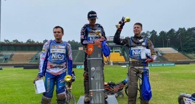 Jakub Osyczka (po prawej), żużlowiec Falubazu Zielona Góra, zajął trzecie miejsce w turnieju Nice Cup.