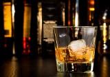 Alkohol na prezent. Jaki alkohol wybrać na prezent dla mężczyzny? Alkohol na prezent do 100 zł, do 200 zł