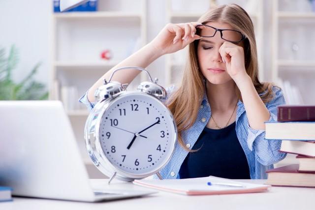 Ostatnia prosta przed egzaminami to dla maturzystów ciężki okres. Wszyscy są już zmęczeni, dobrze jednak zmobilizować się w tym okresie i nie odpuszczać.