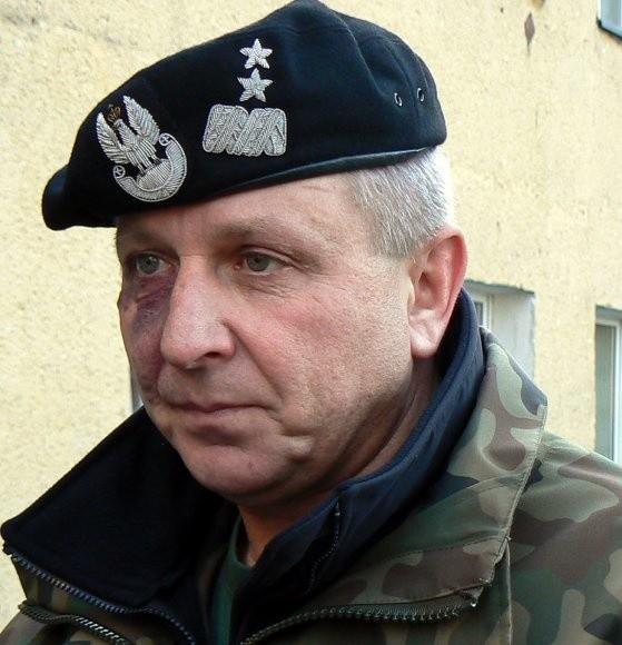 """Z generałem Malinowskim rozmawialiśmy kilka dni przed przyjęciem dowodzenia Polskim Kontyngentem Wojskowym w Iraku - w grudniu 2007 roku, podczas ćwiczeń """"Eufrat X"""" na poligonie drawskim. Mówił nam wówczas o trudnej, ostatniej misji na irackiej pustyni. Zadanie, wraz z żołnierzami 12 DZ, wykonał wzorowo."""