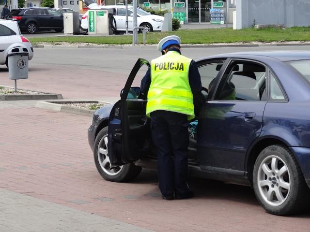 Komendant Komisariatu Policji w Szczyrku wymaga od policjantów, by stosowali postępowania mandatowe