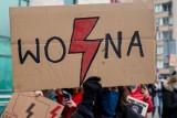 Strajk Kobiet. Jak włączyć się w protest? Ty też możesz wesprzeć kobiety! Zobacz, jak strajkować, nie wychodząc z domu