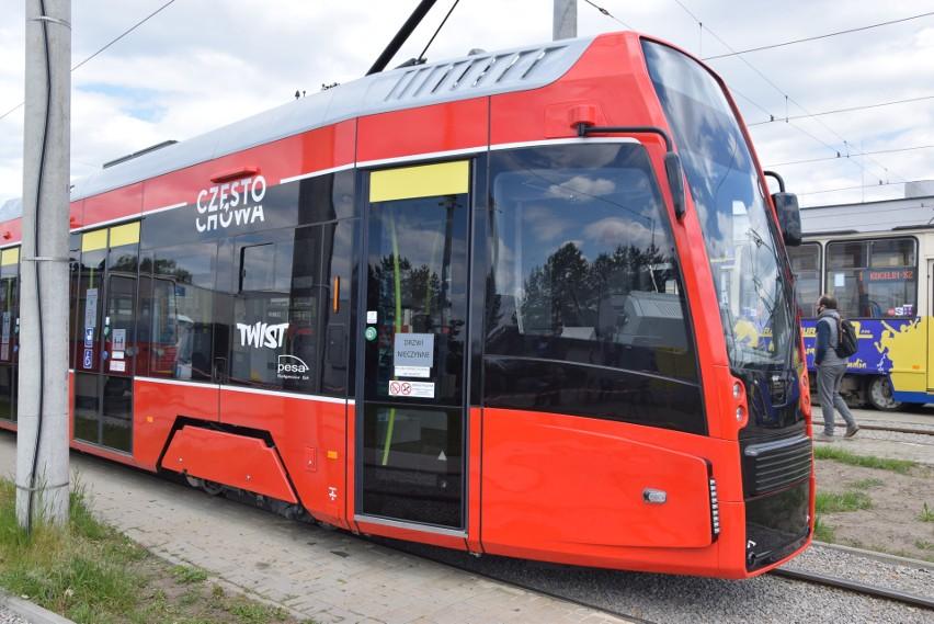Pierwszy z tramwajów twist drugiej generacji kursuje już po Częstochowie Zobacz kolejne zdjęcia. Przesuwaj zdjęcia w prawo - naciśnij strzałkę lub przycisk NASTĘPNE
