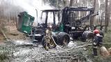 Forwarder w ogniu i akcja strażaków nieopodal Trzciela. Mamy zdjęcia!