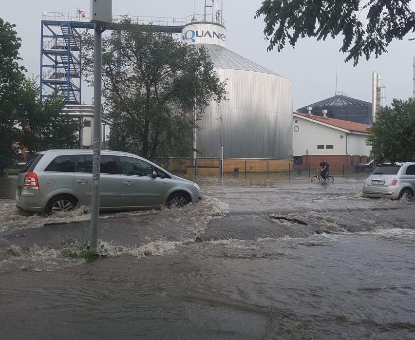 Jak informuje ZDM Poznań, nawalny opad deszczu i spływająca,...