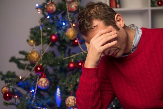 Jak nie zmienić świąt w katastrofę już na starcie? Wystarczy żebyś nie składał bliskim takich życzeń. Oto teksty, które nigdy nie powinny paść w trakcie dzielenia się opłatkiem!