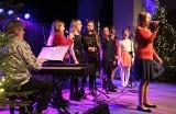 Koncert świąteczny uczestników studia piosenki Zbigniewa Poliszczuka w klubie Akcent w Grudziądzu [zdjęcia]