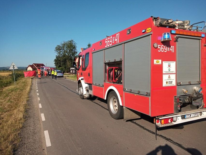 Motocyklista zderzył się z audi. 18-latek nie żyje, dwie osoby ranne